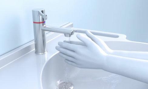 Ergonomie : ouverture et fermeture séquentielles sur l'eau froide